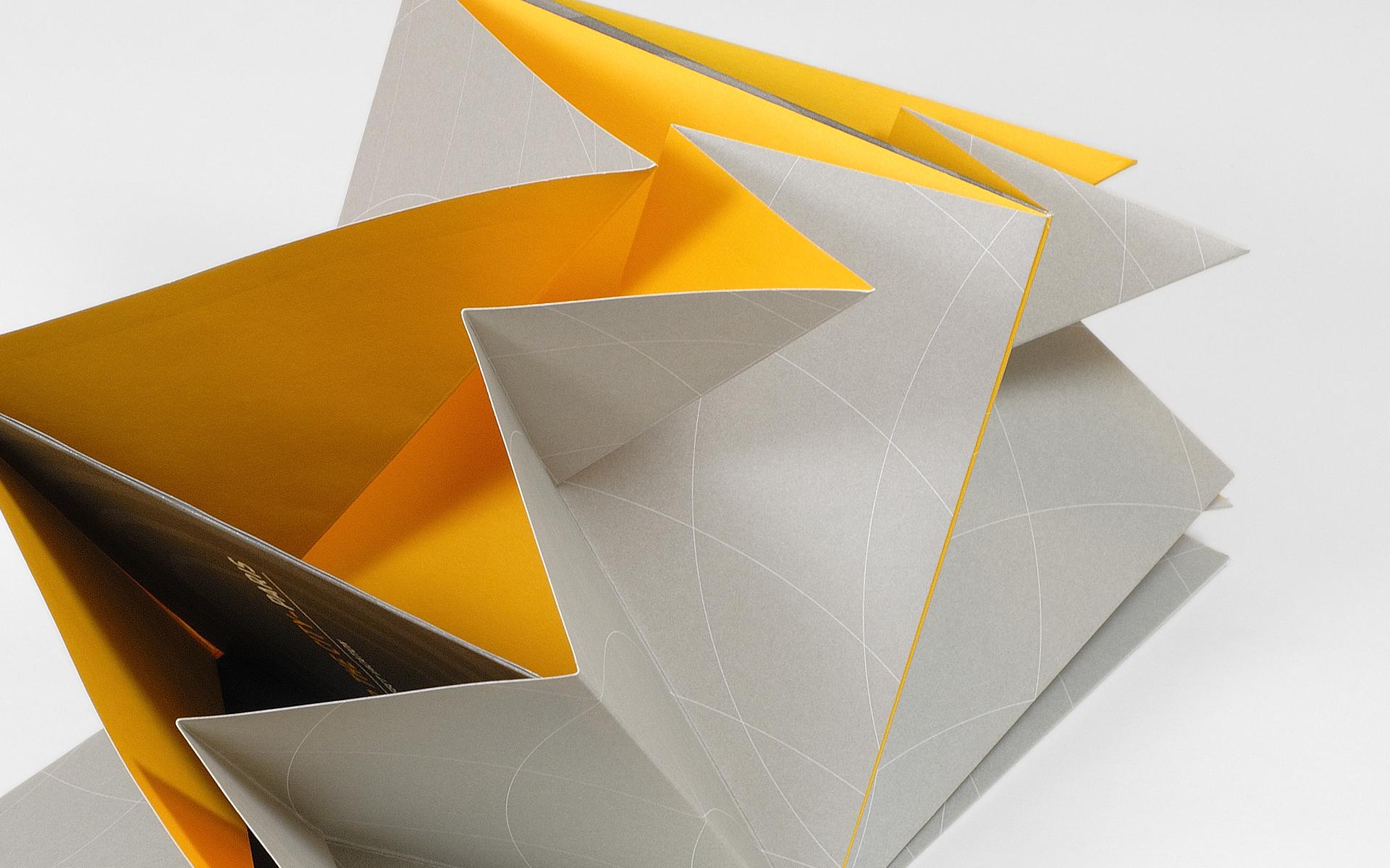 Ovation_Fold_Detail_02